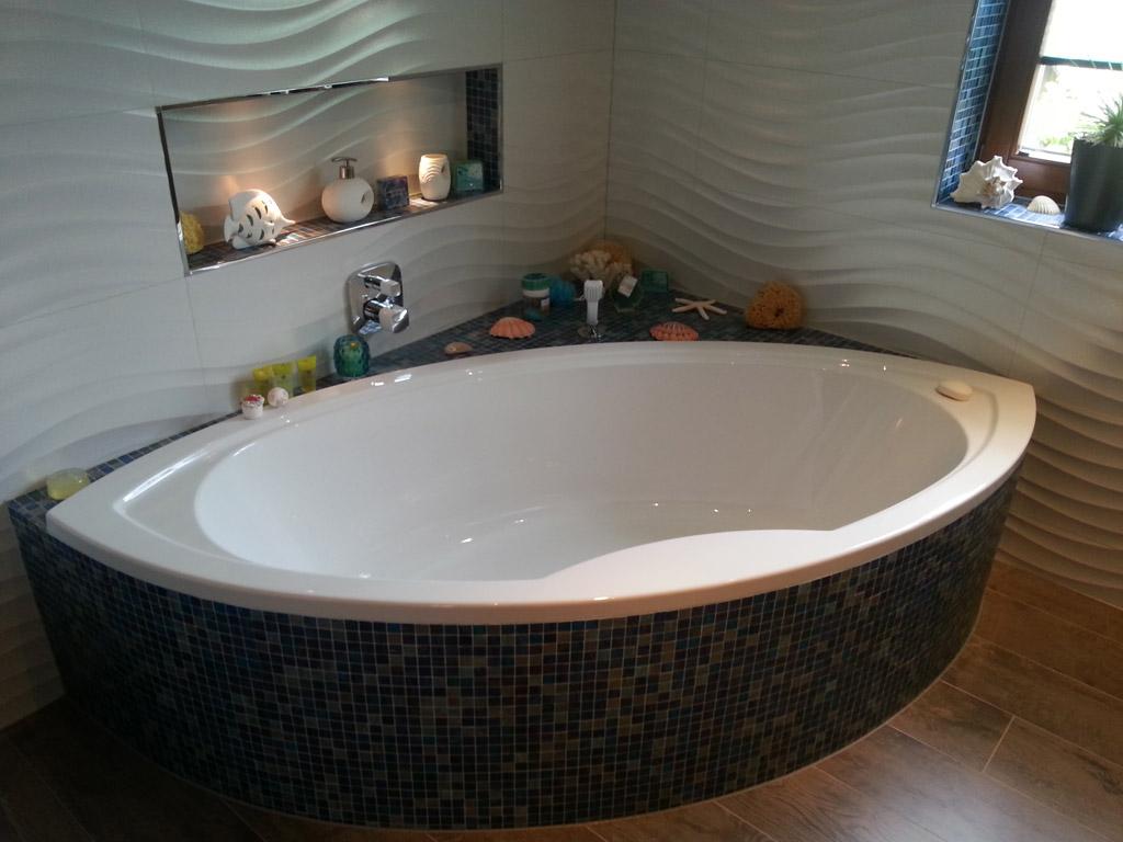 Badewanne mit integriertem unsichtbarem Soundsystem