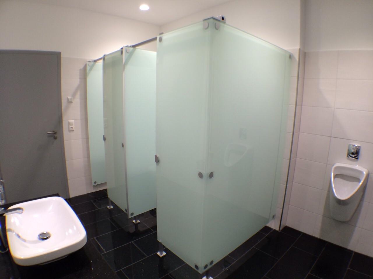 Echtglas-Toilettenabtrennungen