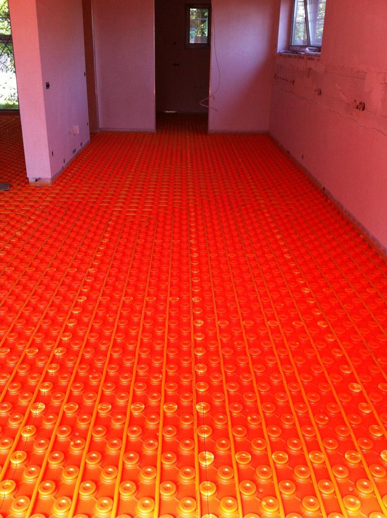 Fußbodenheizung mit Estrichnoppenplatte (geringe Aufbauhöhe)