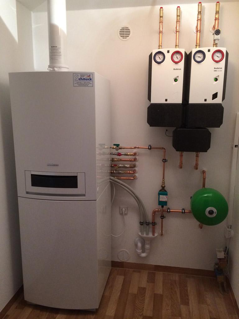 Gasbrennwertgerät mit Trinkwasserspeicher und 2 Heizkreisen