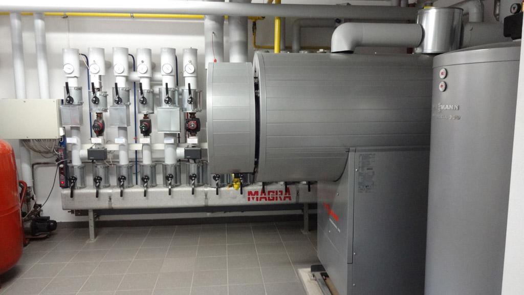 Gasbrennwertkessel (300kW) zur Versorgung von 6 Heizkreisen sowie Trinkwassererwärmung