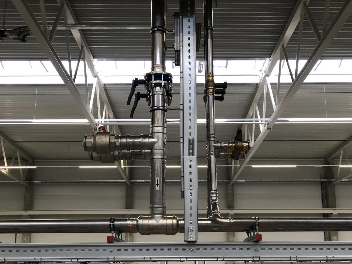 Kühlwasser und Druckluft Verteilleitungen in Edelstahlausführung