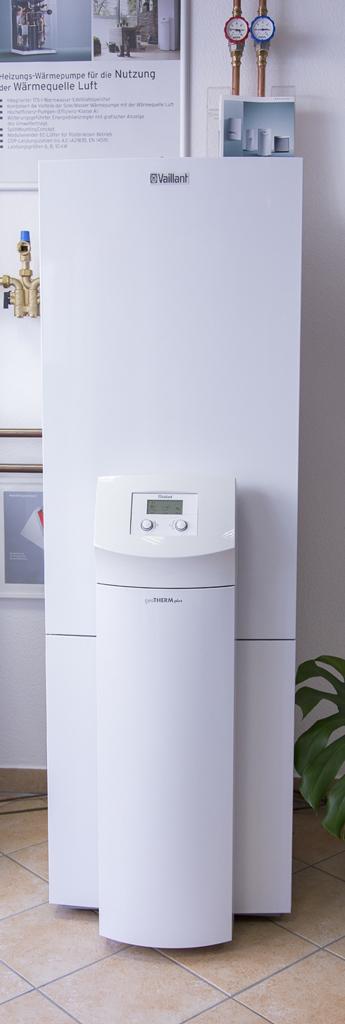 Sole-Wasser-Wärmepumpe mit integriertem Edelstahl-Trinkwasserspeicher