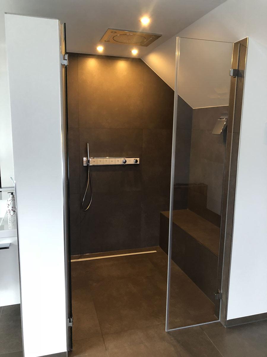ebenerdige Dusche mit 6 verschiedenen Strahlarten