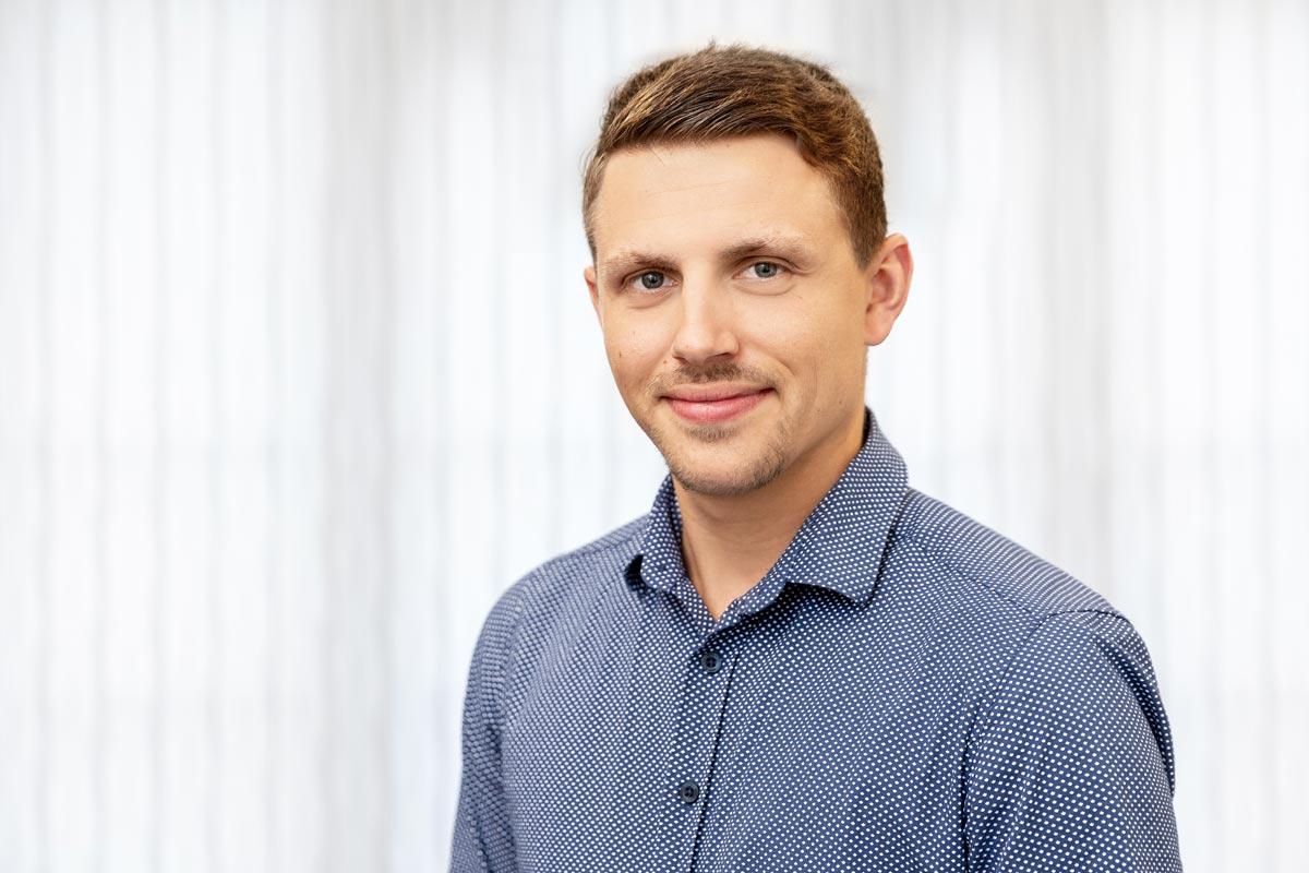 <strong>Sidney Schmuck</strong> <br> Planung & Baustellenleitung <br>Dipl.-Ing. (BA) für Versorgungs- und Umwelttechnik <br>Technischer Betriebswirt (HWK) <br>
